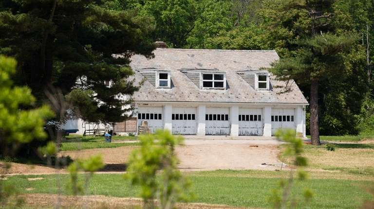 A former horse farm in Old Westbury will