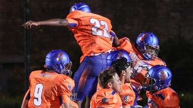 Long Island celebrates their 28-27 win over New