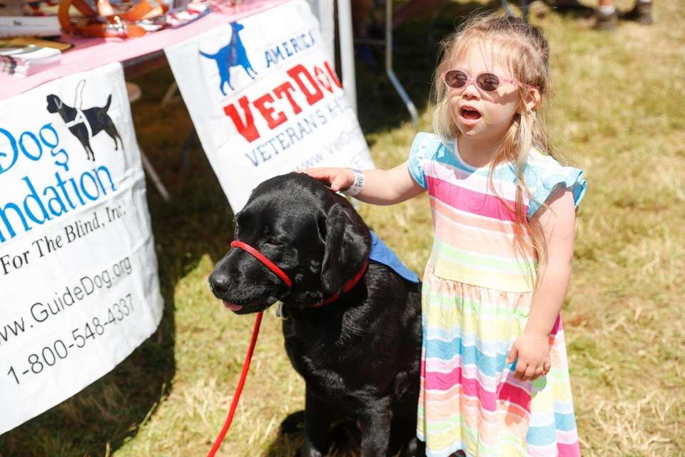 Elizabeth Catalono, 4, of Blue Point visits Sully,