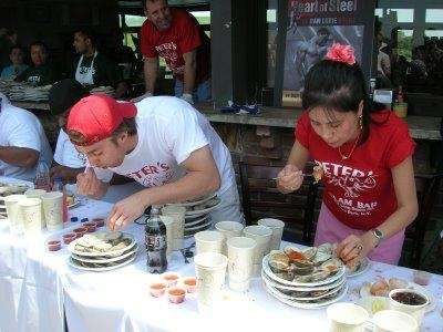 Juliet Lee, right, won the 2009 cherrystone clam