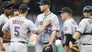 New York Mets starting pitcher John Maine leaves