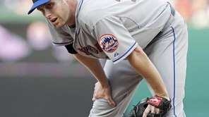 New York Mets starting pitcher John Maine looks