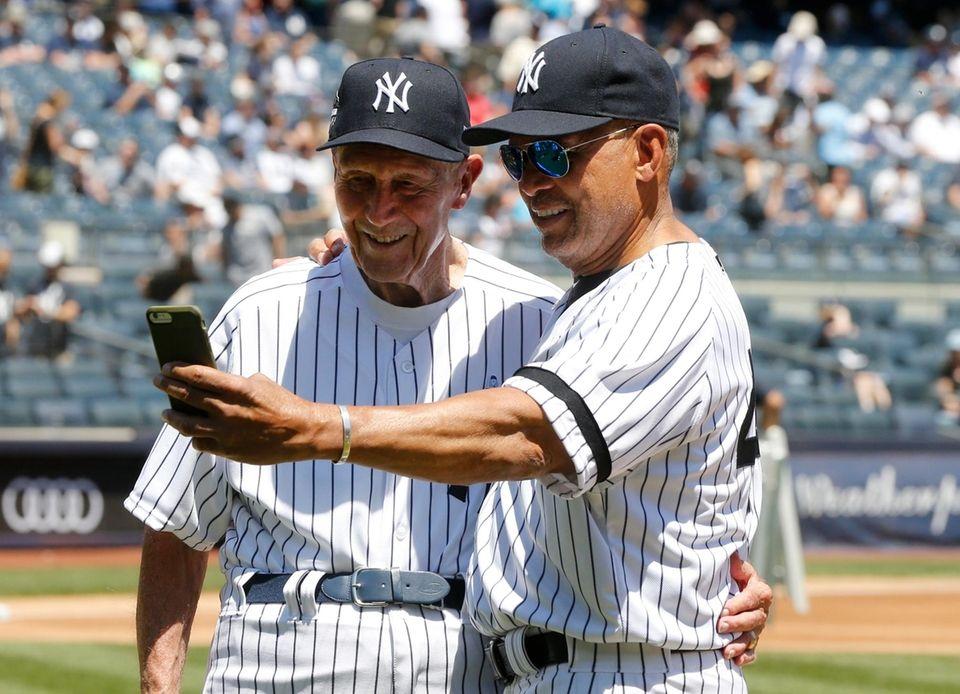 Reggie Jackson takes a selfie with Dr. Bobby