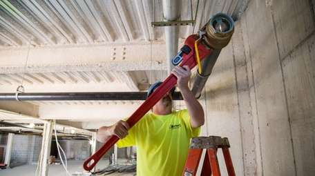 A licensed master plumber works at Country Pointe