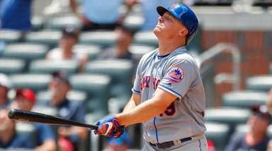 The Mets' Jay Bruce reacts after popping up
