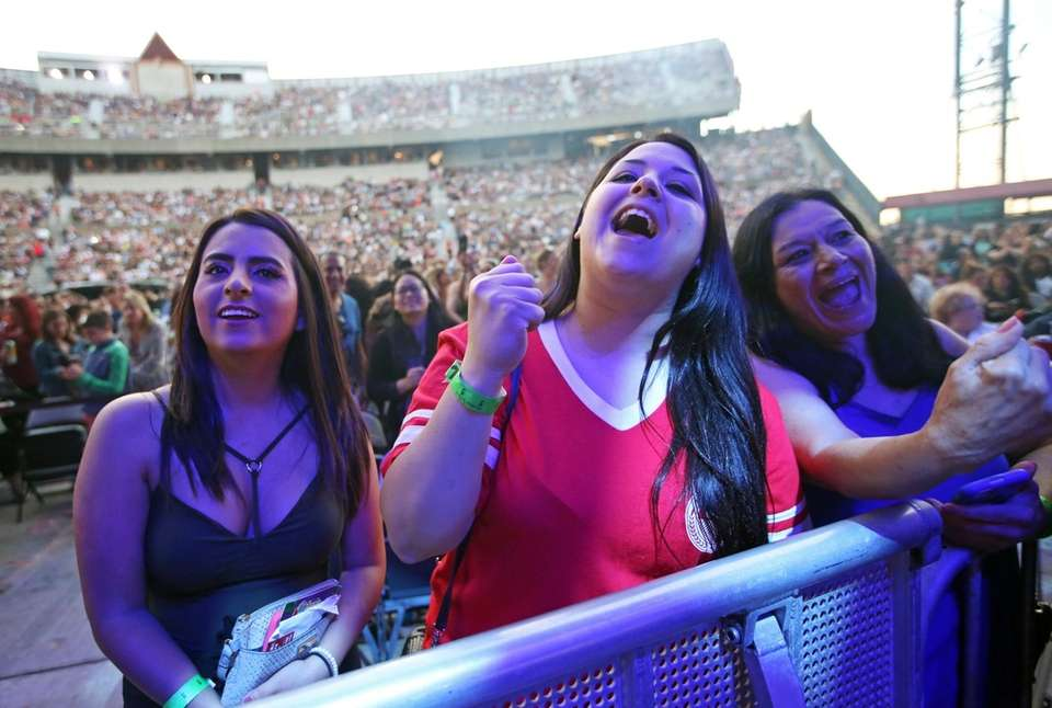 Fans cheer for 98 Degrees at the 103.5