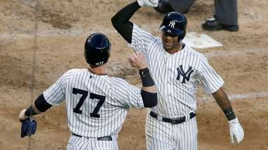 Yankees' Aaron Hicks celebrates his two-run home run