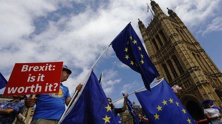 Pro-European Union demonstrators protest against Brexit outside Parliament