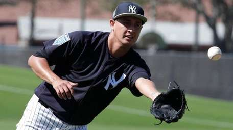 Yankees pitcher Giovanny Gallegos does drills at spring