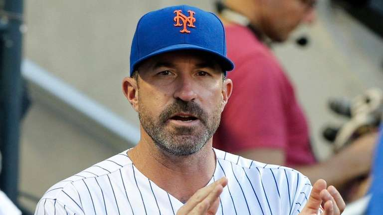Manager Mickey Callaway of the Mets encourages his