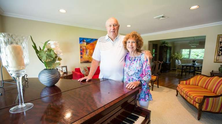 Bernie and Judy Dorfman in the living room