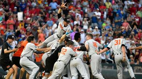 Oregon State players celebrate after winning Game 3