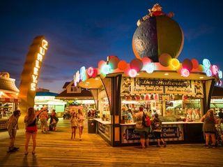 Wildwoods Beach Boardwalk, La Bakerie shop at dusk
