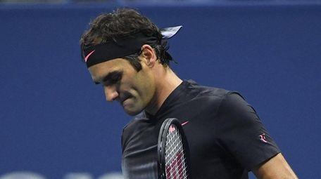 Roger Federer reacts against Juan Martin del Potro