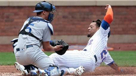 Mets first baseman Dominic Smith scores on a