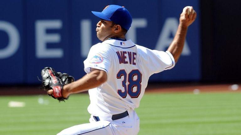 New York Mets relief pitcher #38 Fernando Nieve