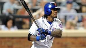 New York Mets shortstop Jose Reyes (7) hits