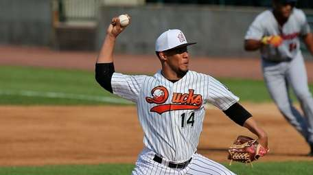 Long Island Ducks starting pitcher Lee Sosa delivers
