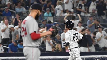 New York Yankees catcher Kyle Higashioka rounds the