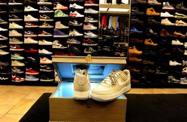 2010 Nike Jones Beach sneakers (May 27, 2010)