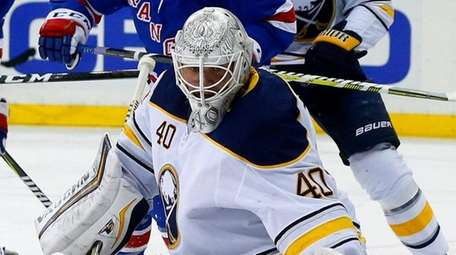 Robin Lehner defends the net in the first