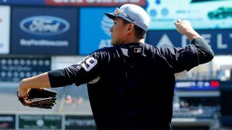 Yankees pitcher Masahiro Tanaka warms up on the