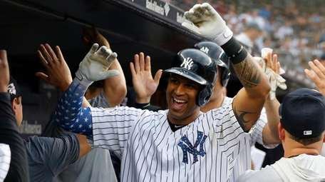 Yankees outfielder Aaron Hicks celebrates his two-run home