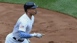 New York Yankees designated hitter Giancarlo Stanton runs