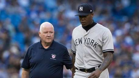 New York Yankees pitcher Aroldis Chapman leaves the