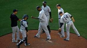 Yankees starting pitcher CC Sabathia, front center, is