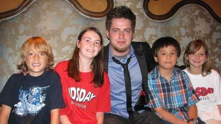 American Idol winner Lee DeWyze with Kidsday reporters