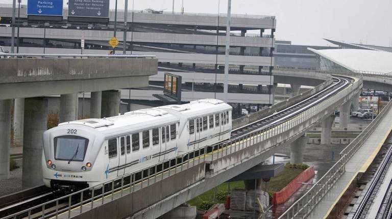 LaGuardia Airport could get AirTrain service from Willets