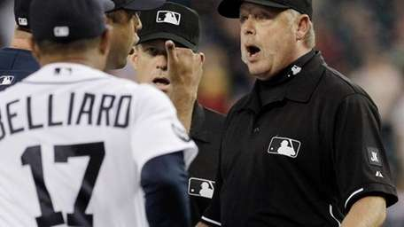 First base umpire Jim Joyce argues with Detroit