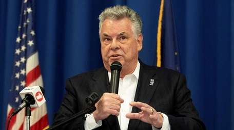 Rep. Peter King speaks at the Jewish Community