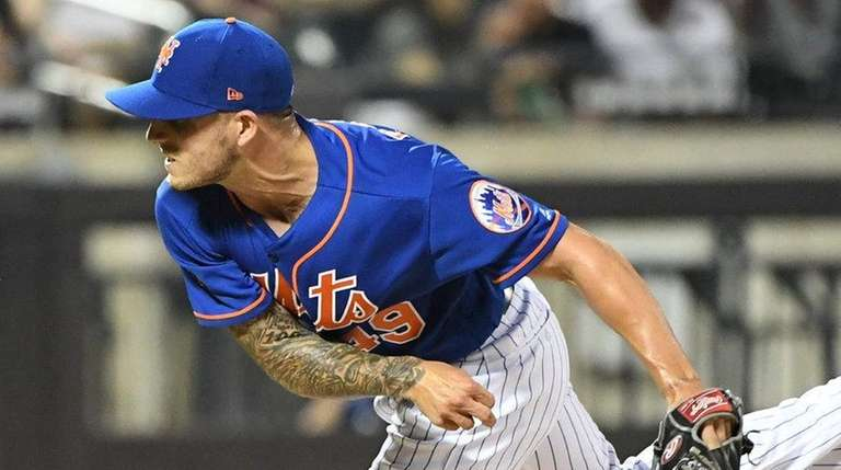 Mets relief pitcher Tyler Bashlor delivers a pitch