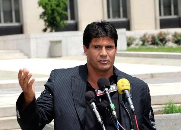 Jose Canseco talks to reporters after appearing in