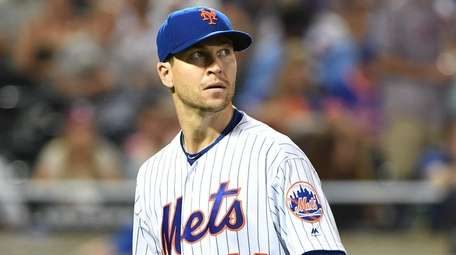 Mets pitcher Jacob deGrom looks up as he