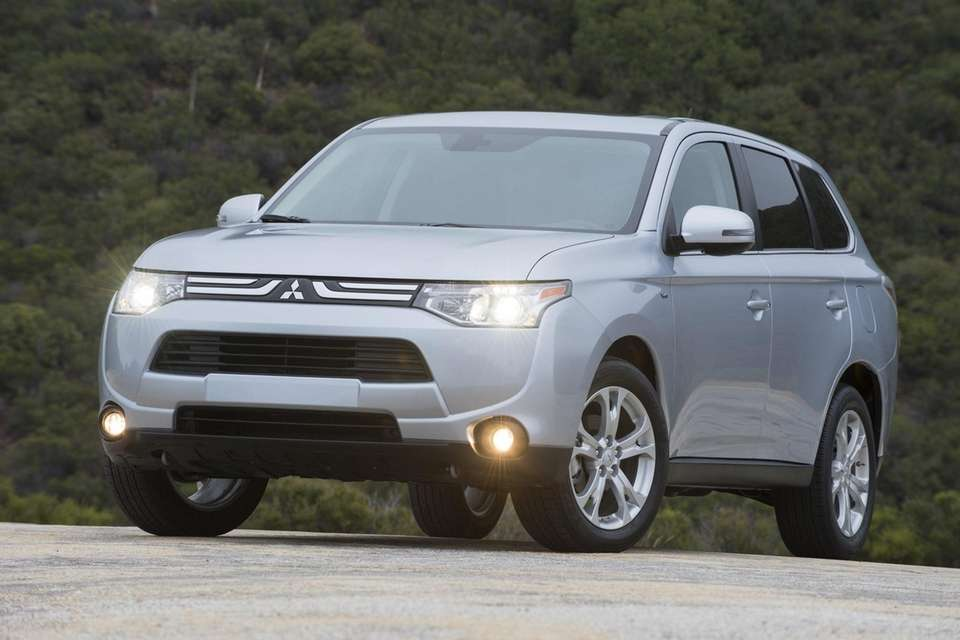 The 2014 Mitsubishi Outlander has three rows of