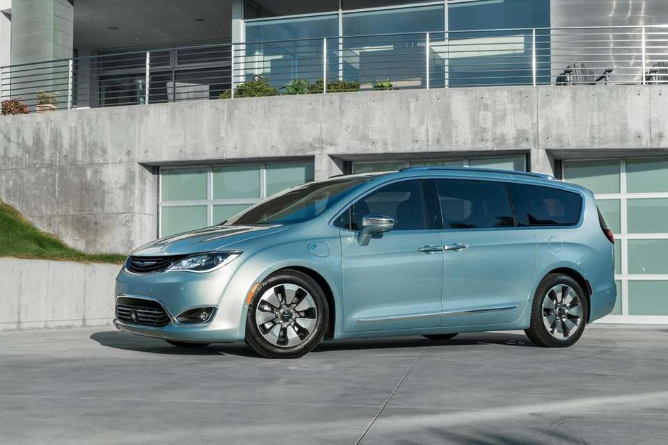 2017 Chrysler Pacifica..Source Fiat-Chrysler.New York Auto Show 2016