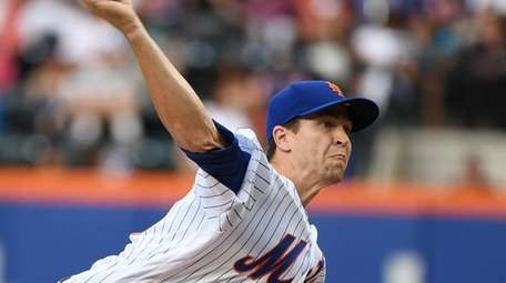 Mets starter Jacob deGrom pitches against the Tampa