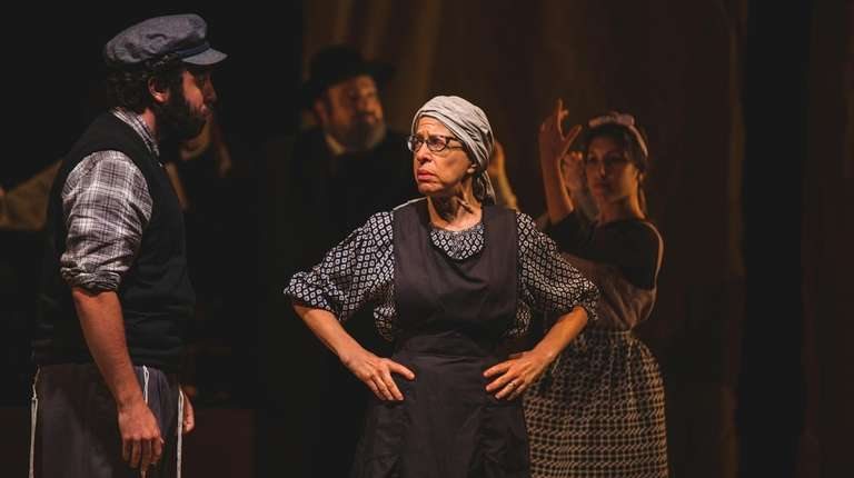 Jackie Hoffman plays Yente in National Yiddish Theatre