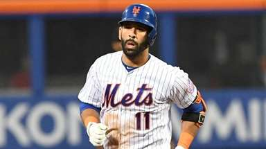Mets third baseman Jose Bautista rounds the bases
