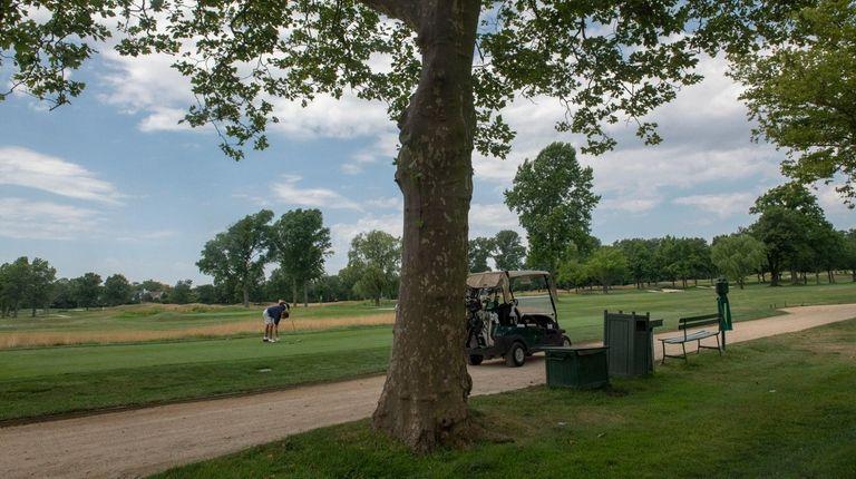 A development moratorium at the Woodmere Club has