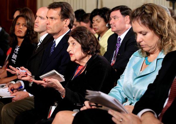 Reporter Helen Thomas, center, asks President Barack Obama