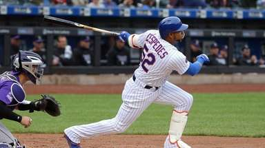 Yoenis Cespedes of the Mets hits a single