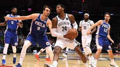 Nets forward Rondae Hollis-Jefferson drives to the basket