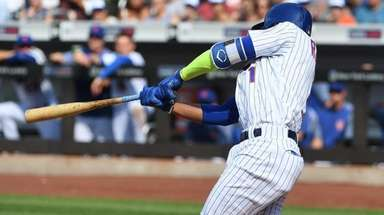 Mets shortstop Amed Rosario hits an RBI single
