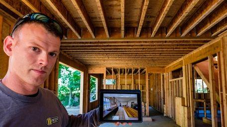 Ian Hintze demonstrates his virtual reality home design