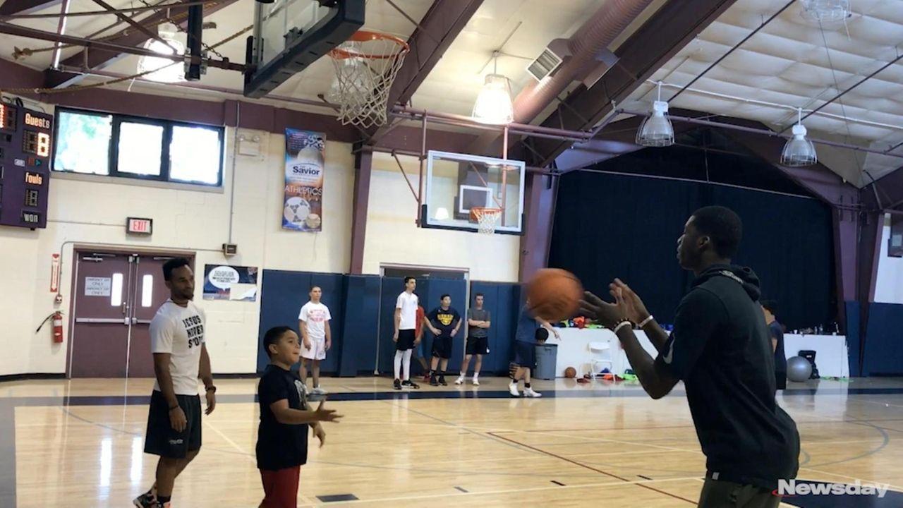 Cheick Diallo returns to LI for basketball camp