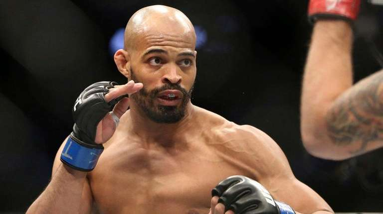 David Branch, left, won a decision over Krzysztof